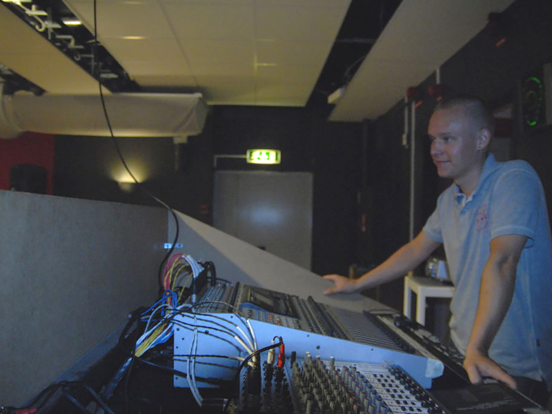 Composer Simon Berggården sound engineer at the Föreningen Musikspektra T new music festival 2009